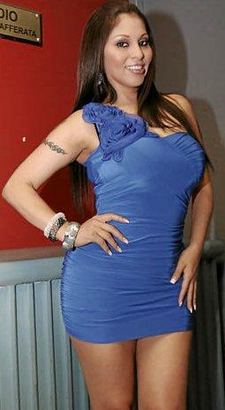Maribel Velarde con cabello castaño