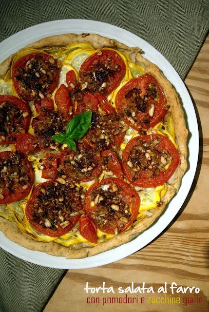 torta salata al farro con pomodori e zucchine gialle