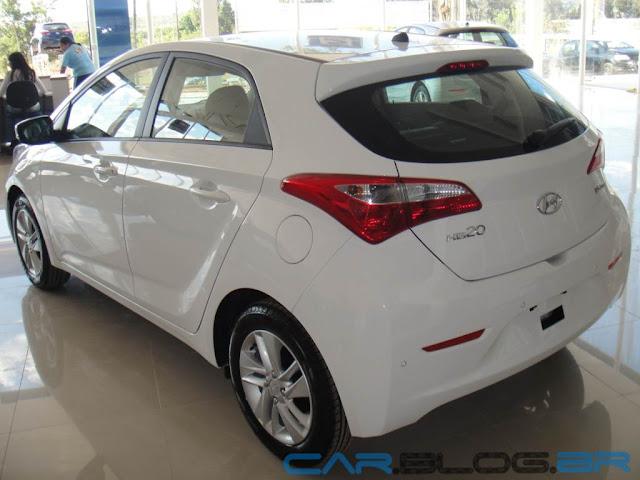 HB20 Premium Branco Polar - fotos, preço e especificações | CAR