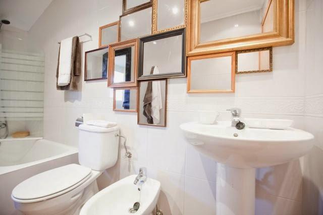 dan calidez y rompen un poco el brillo del mismo espejo busca maderas antiguas de colores despintada y prueba hacer tu propio marco