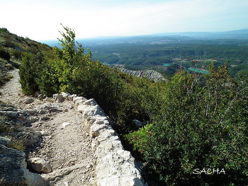 Chemins et jardins prieur montagne ste victoire aix en for Le jardin des 5 sens aix en provence
