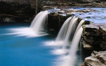 #18 Waterfall Wallpaper