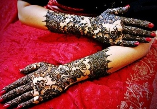 Black Mehndi design for Hand