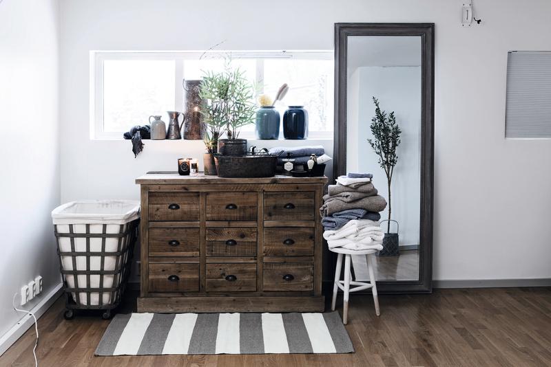Møbler av resirkulerte materialer