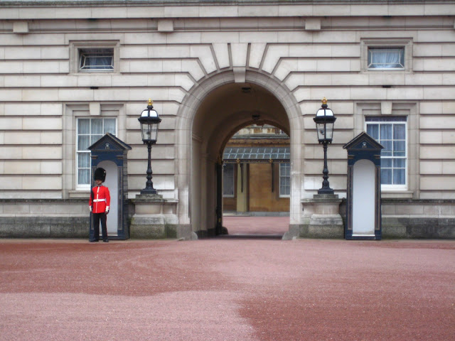 Beefeaters in front of Buckingham Palace in London, England.