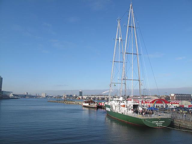 Gambar Perahu Layar Yacht lagi tidak melaut.