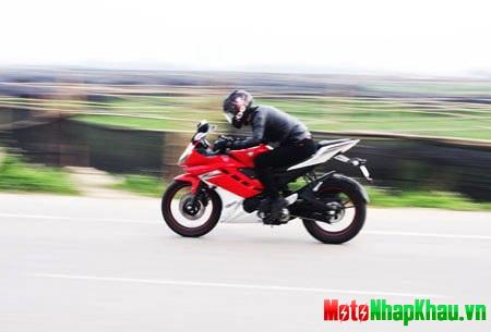 Yamaha R15 nhanh chóng chinh phục dải tốc độ 120 km/h.