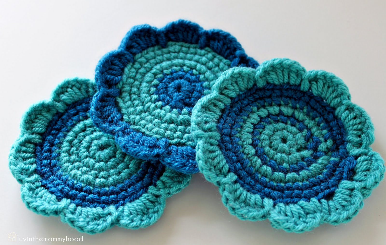 Domestic Goddess: Crocheted flower coasters