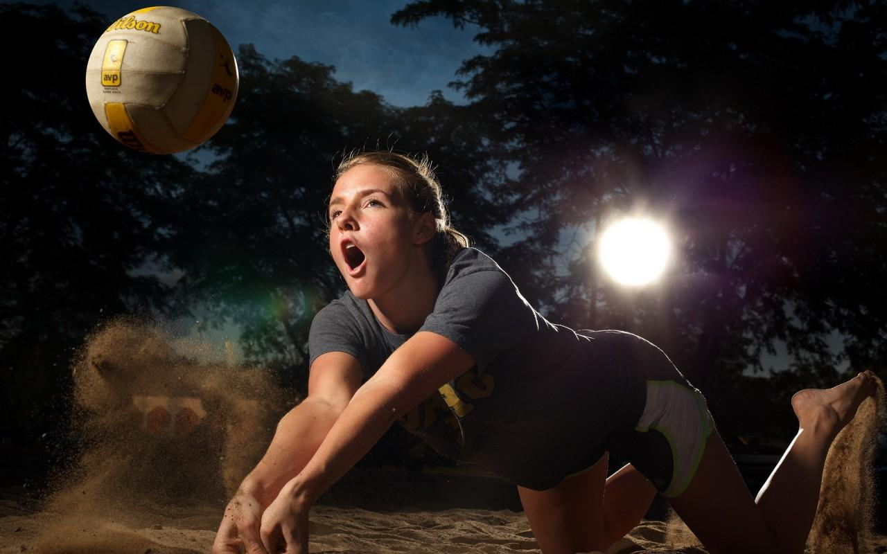 Sexy Wallpaper: Young Smart Girl Playing Volleyball