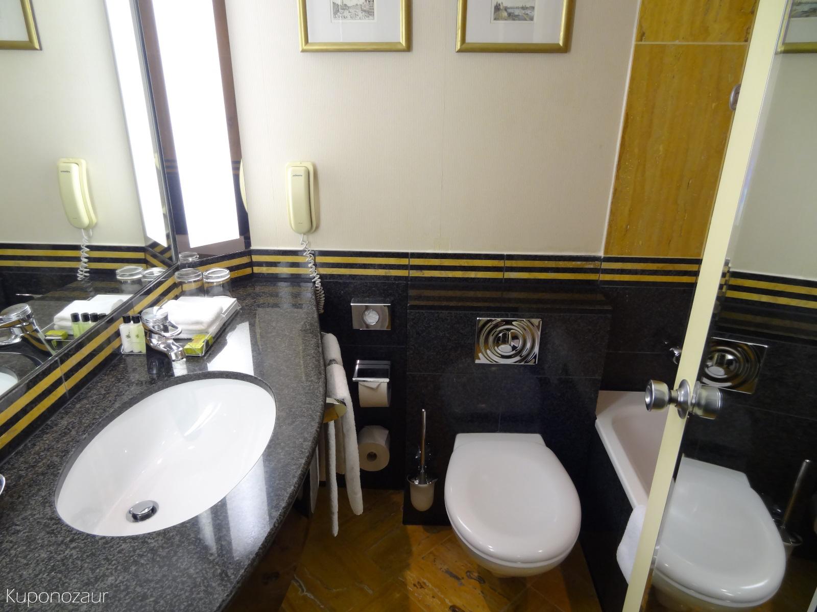 Hotel InterContinental Frankfurt mała łazienka