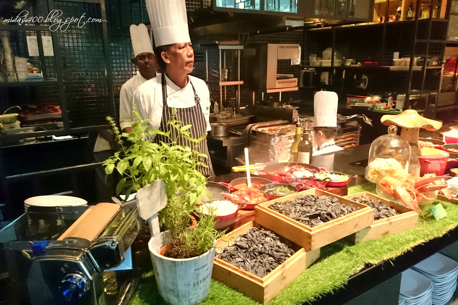 Midas Food N Travel Blog Local Lobsterfest Buffet At Lime