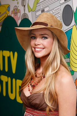 Model Denise Richards HQ Wallpaper-800x600-02
