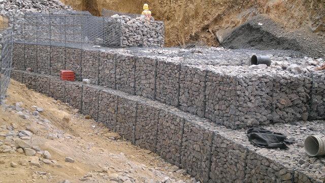 Construccion muro de gaviones