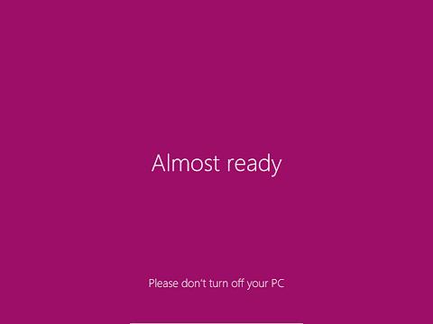 Pada tahap ini, Windows sedang me-registrikan komponen-komponen Windows 8. Jangan sampai mati mendadak.