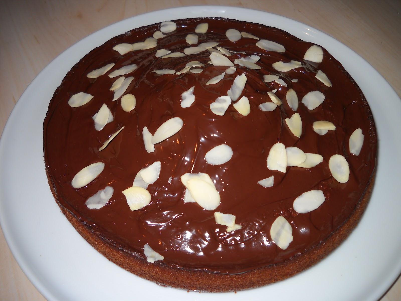Crocuisine Gâteau Au Yaourt Parfumé à Lamande Nappage Chocolat