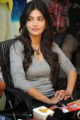 Shruti Haasan Gorgeous Photos at Yevadu Success Meet-thumbnail-3