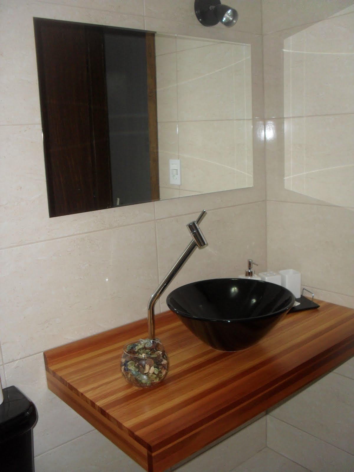 banheiro é lindo mais a bancada esta muito peladinha segue fotinhas #6E3B1C 1200x1600 Banheiro Com Bancada