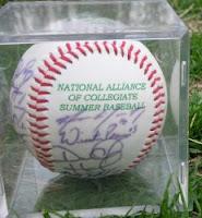 autograf na piłce do gry w baseball