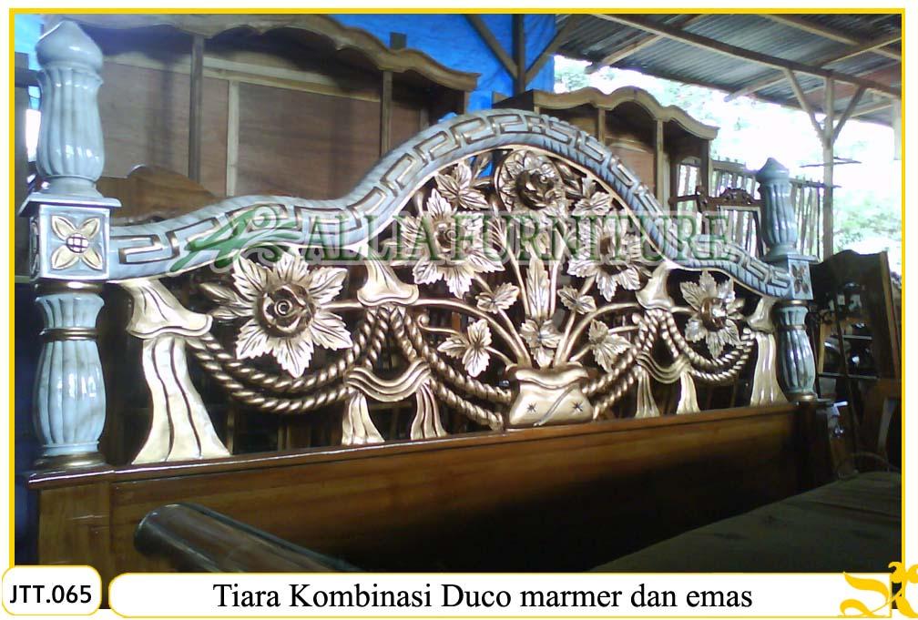 Tempat tidur ukiran kayu jati Tiara duco marmer dan warna emas