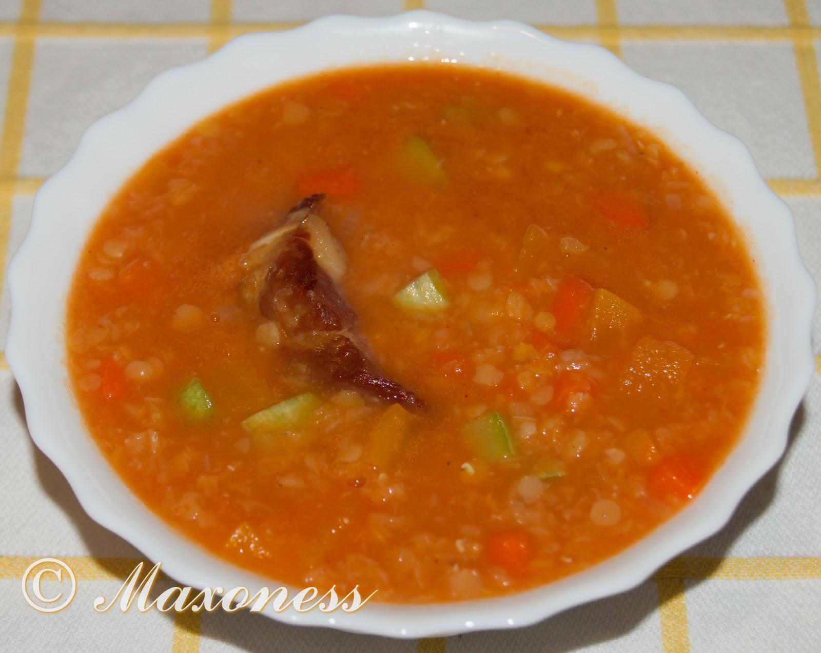 Чечевичный суп с копчеными свиными рёбрышками