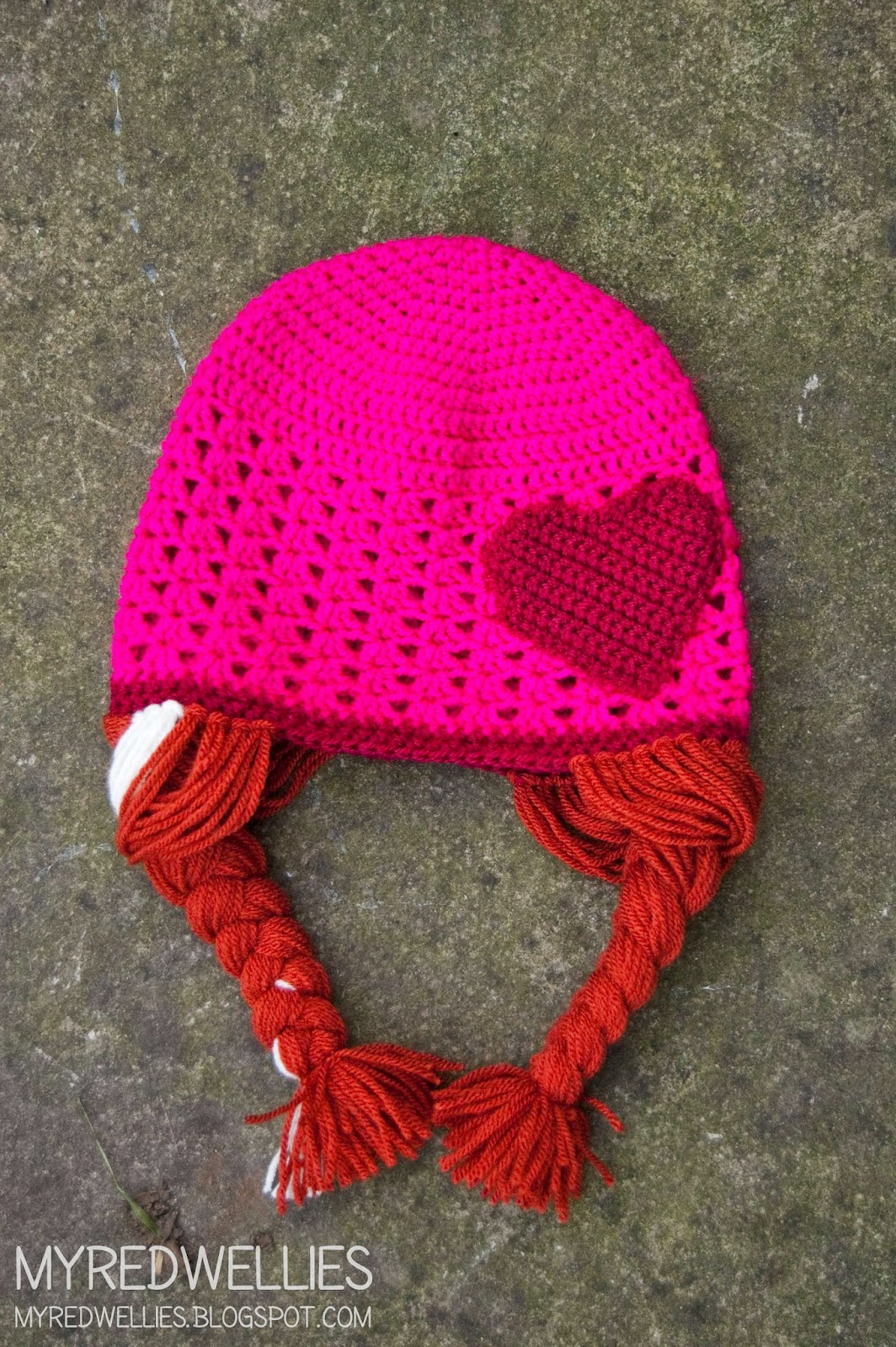 Free Crochet Pattern For Anna Hat : My Red Wellies: Anna & Elsa crochet hats - A free Crochet ...