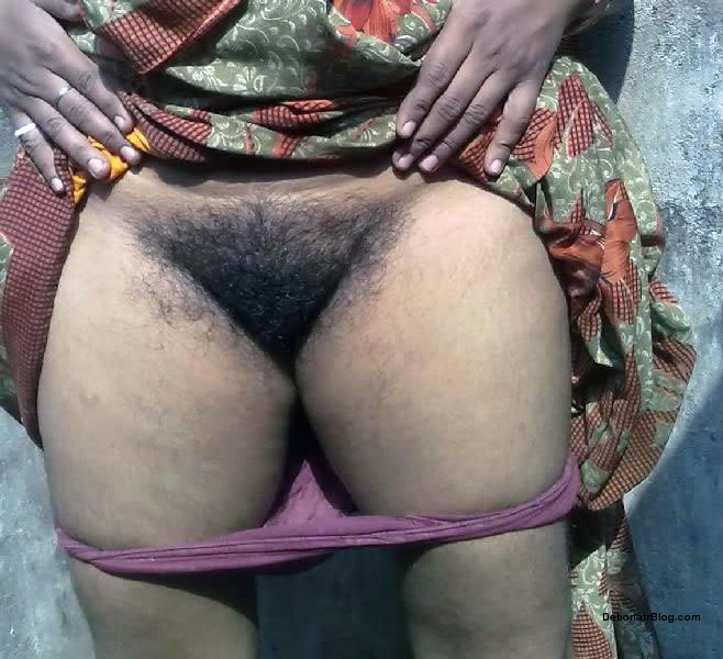 panties aunty removing saree trichy aunty in paavadai trichy aunty
