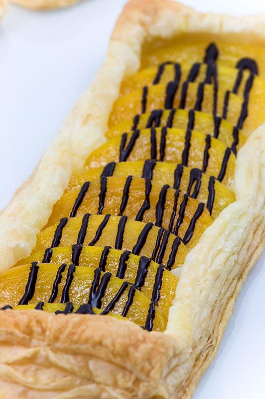 Peach galette enostavna breskova sladica really close up