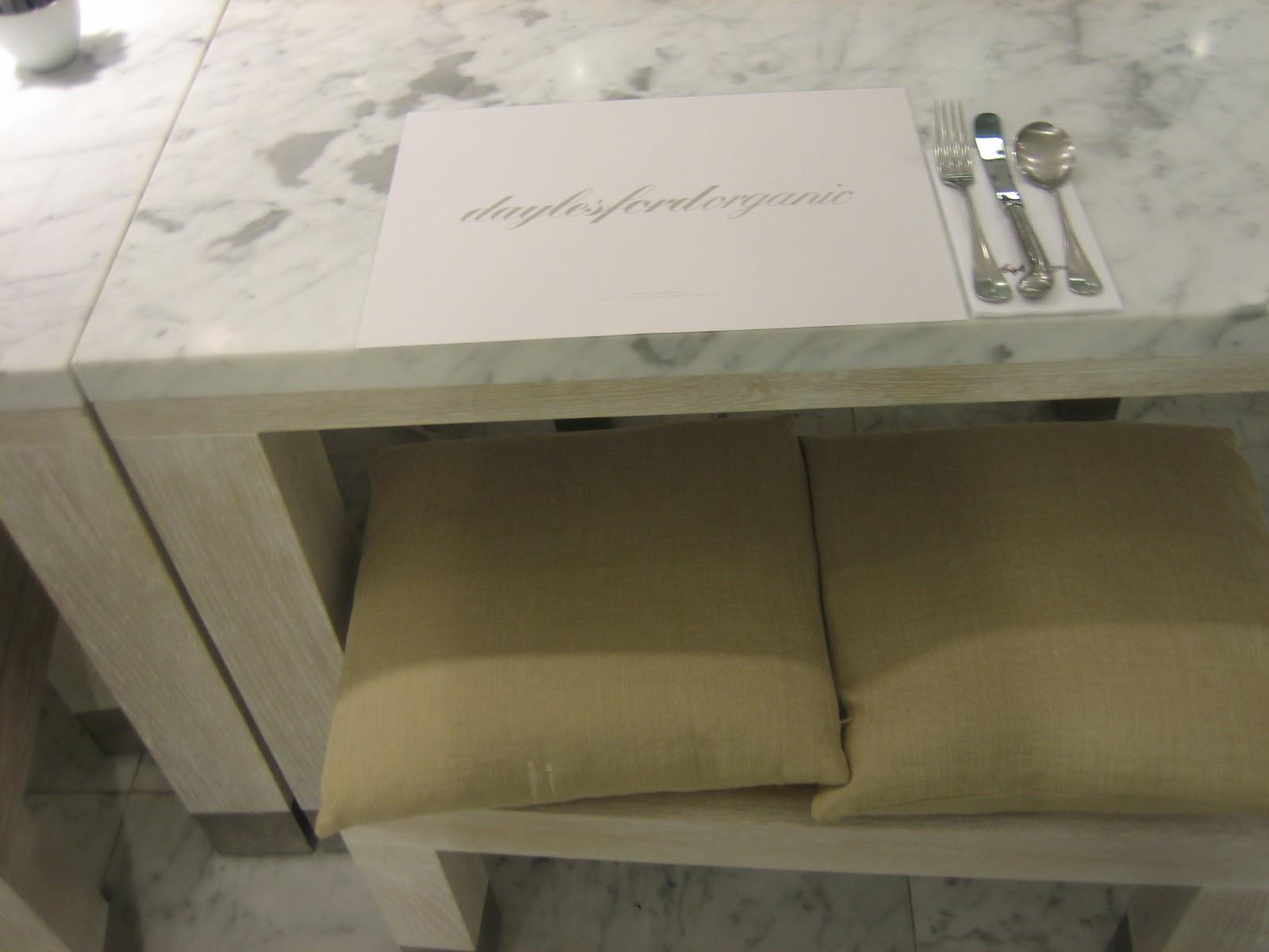 Piani per un tavolo for Piccoli piani a 2 piani