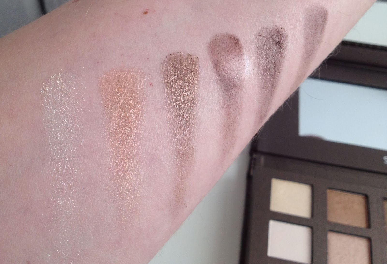 Sephora It Palette - Nude eyeshadow collection swatches: Top row of palette