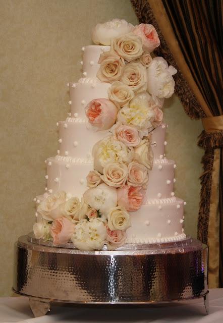 Cake Flowers at Glen Sanders Wedding Flowers