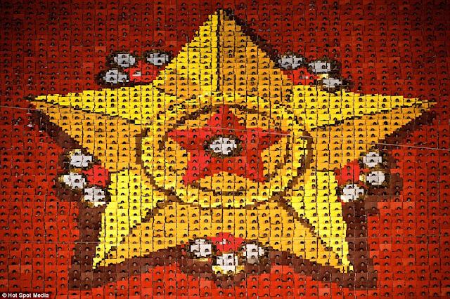 مستحيل يكونوا بشر عاديين North-Koreas-mass-games+04