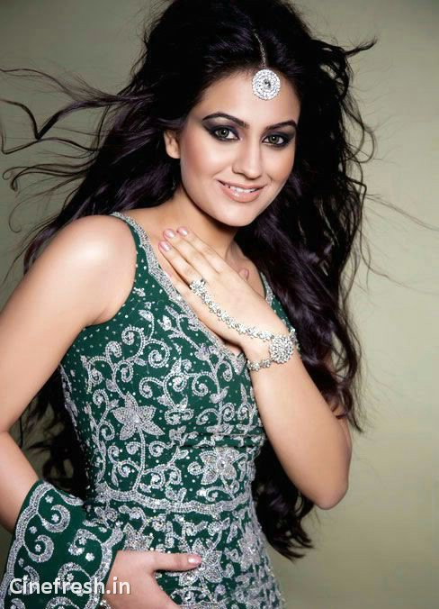 Aksha Hot Stylish Stills Actress Aksha Hot Photos navel show