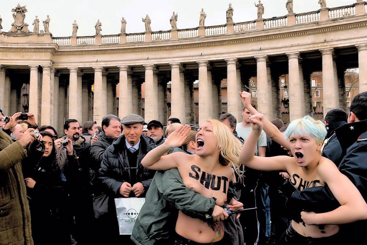 http://1.bp.blogspot.com/-Kv80BcowIqI/UPQnmVDic7I/AAAAAAACKro/A_ROxm_o86A/s1600/Femen1.jpg