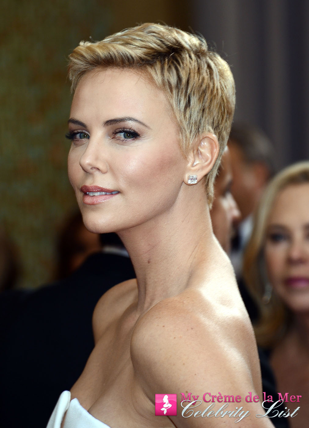 Charlize Theron is now on the My Crème de la Mer Celebrity List. The gorgeous actress uses La Mer and says this about The Lip Balm;