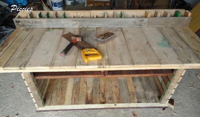 El escritorio de madera re reciclado for Cosas recicladas con tarimas