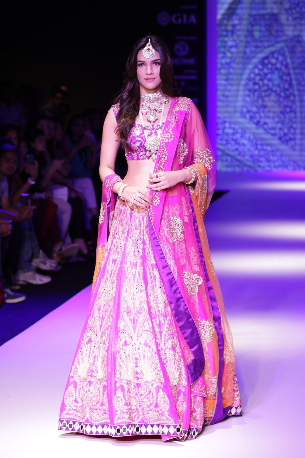Kriti Sanon latest glamorous raml walk-HQ-Photo-10