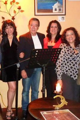 La primera en la foto, soy yo, mi padre, su pareja y mi hermana!