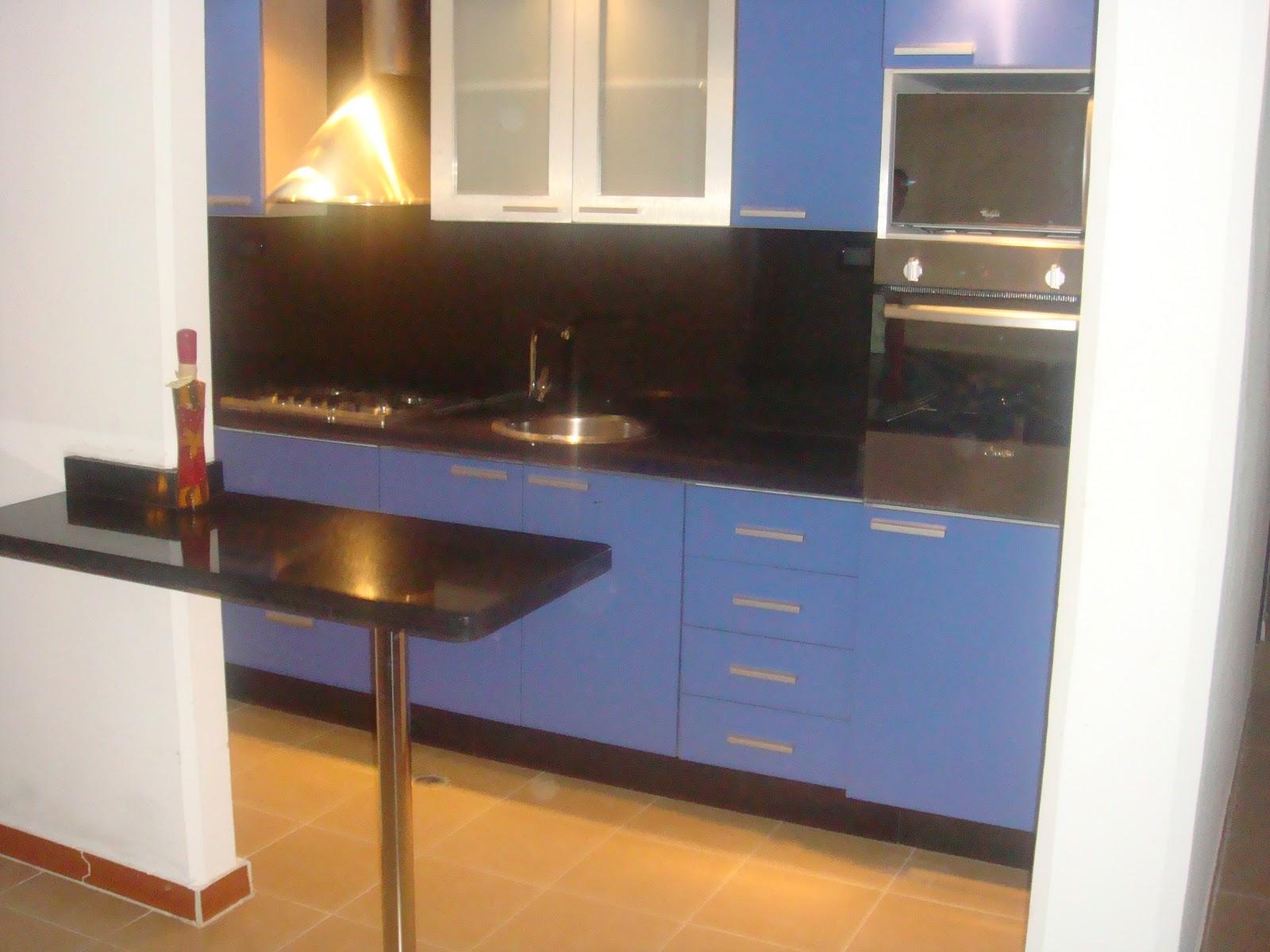 Inversiones gramiel m j c a cocina color azul con for Cocinas de granito negro
