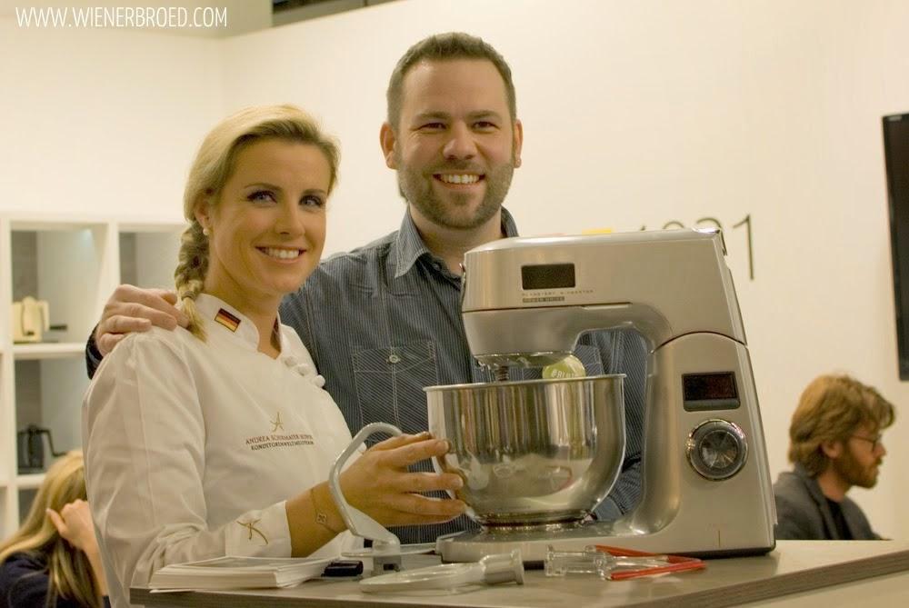 Konditorenweltmeisterin Andrea Schirmaier-Huber und der Kuchenbäcker mit der neuen Jupiter Variomaxx