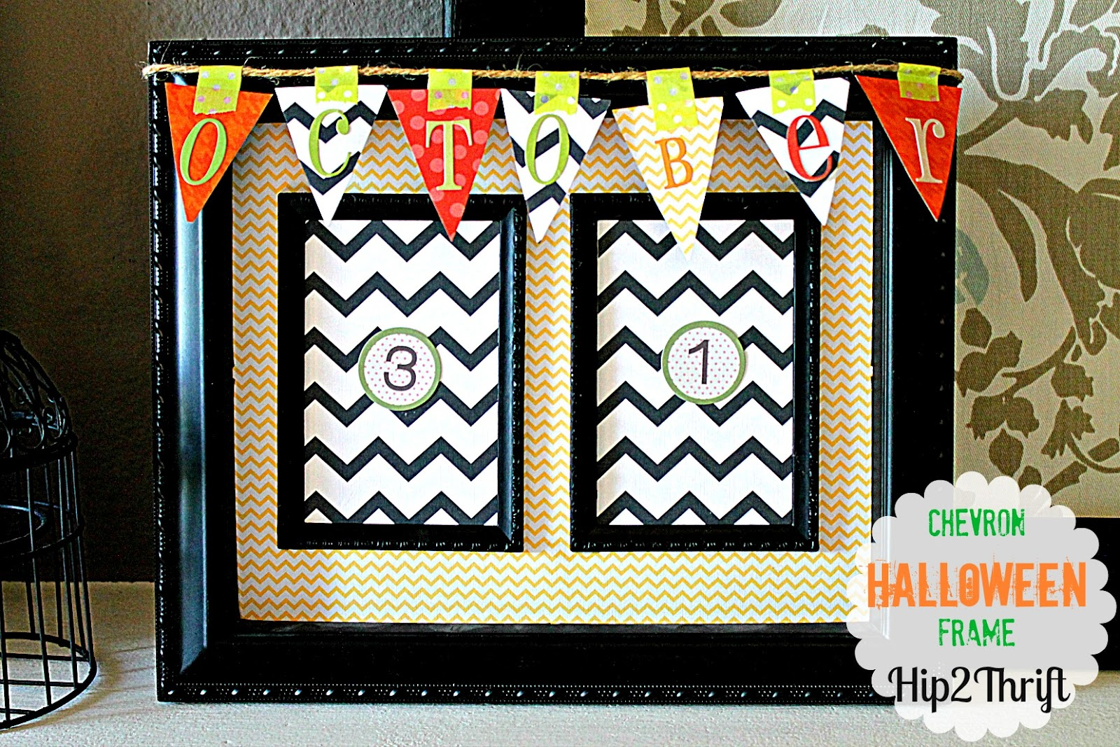 Hip2thrift diy countdown halloween frame for Decorate your own picture frame craft