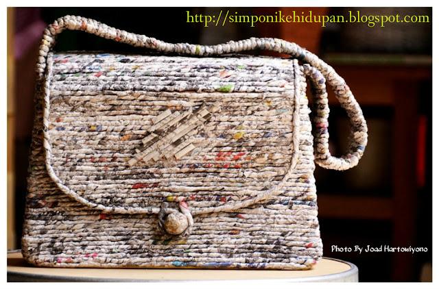 kreasi kertas koran