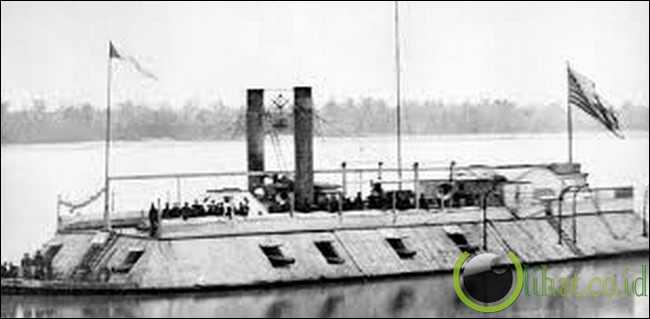 Kapal Perang Baja