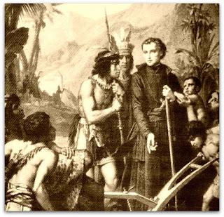 Índios guaranis em torno de jesuíta. Imagem vista no museu da redução jesuíta de Jesus de Tavarangue, no Paraguai.