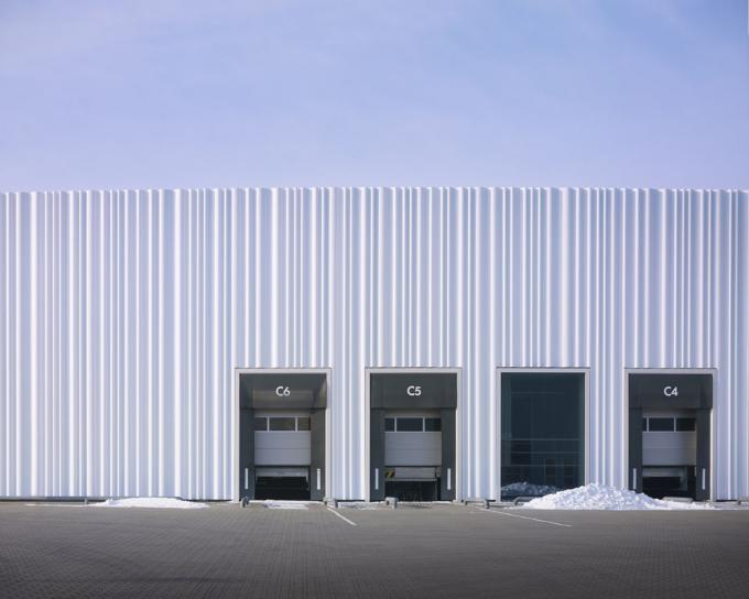 MOREXLESS: Warehouses can also be nice if SANAA designs them