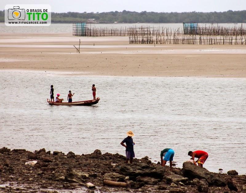 Marisqueiros e pequenos pescadores em frente ao porto de Marudá, no Pará - Por Tito Garcez