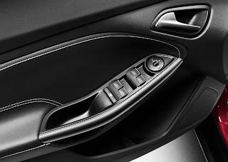 2012-Ford-Focus-27