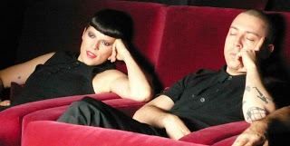 fotograma del videoclip con The cabriolets