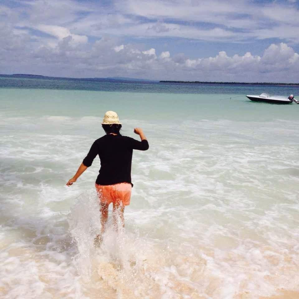 bermain di pantai bara sulawesi selatan