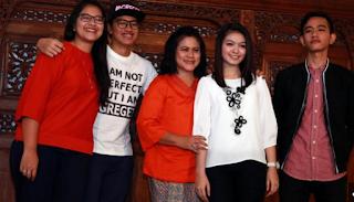 Foto Selvi Ananda dan Keluarga Gibran Tertawa Riang