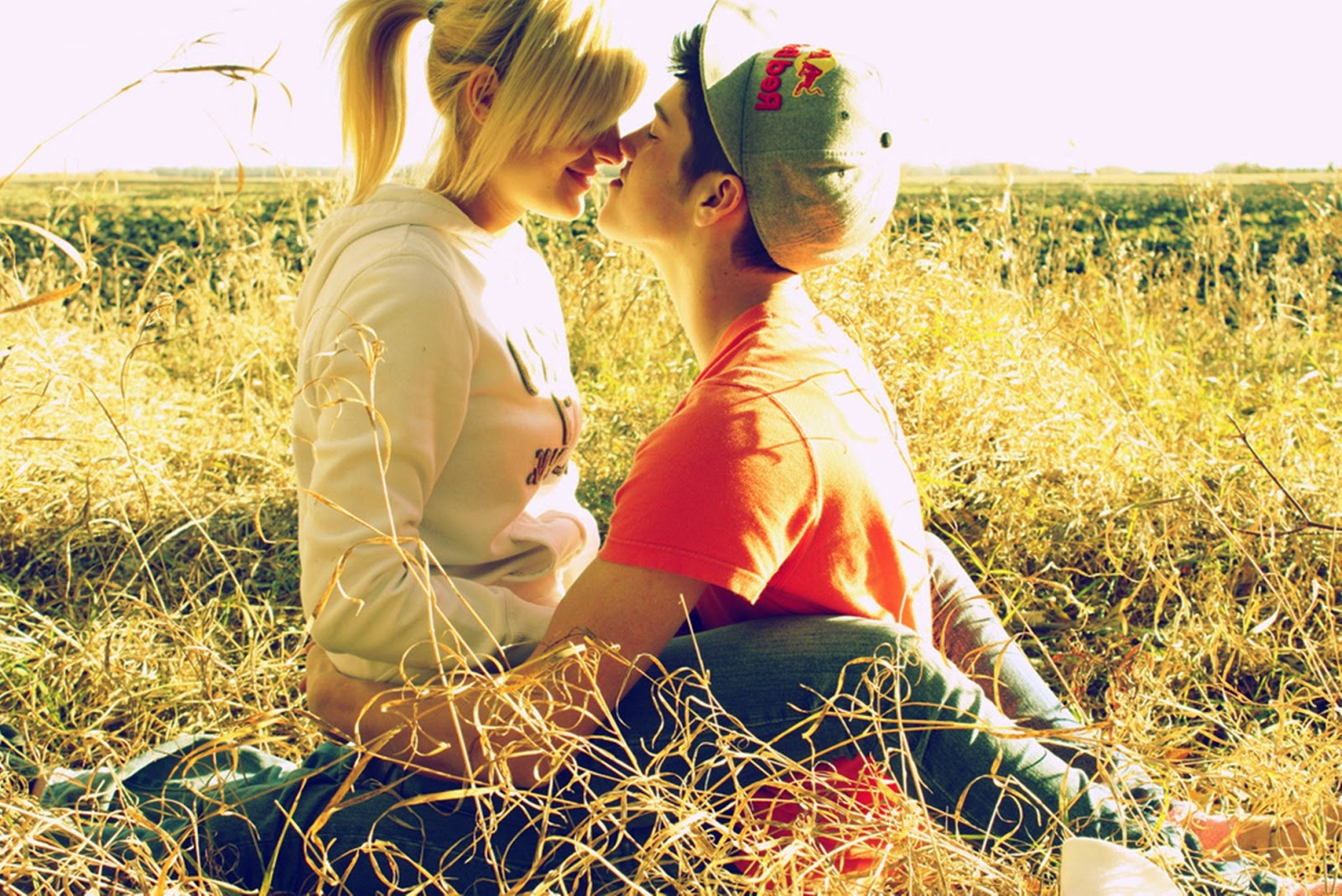 Romantic  Couples in love boy girl in love kissing day kiss.jpg